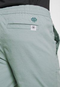 Brooklyn Supply Co. - OVER DYED - Kraťasy - teal - 3