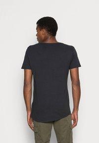 Lee - SHAPED TEE - T-shirts basic - washed black - 2