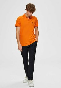 Selected Homme - SLHARO EMBROIDERY - Polo shirt - russet orange - 1