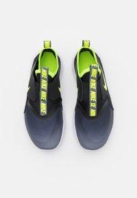 Nike Performance - FLEX RUNNER UNISEX - Juoksukenkä/neutraalit - smoke grey/volt/black/white - 3