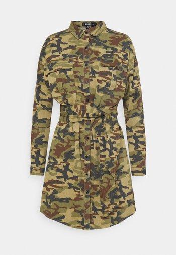 CAMO PRINT TIE WAIST DRESS