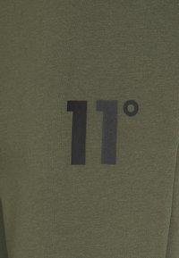 11 DEGREES - CORE JOGGERS SKINNY FIT - Tracksuit bottoms - khaki - 2