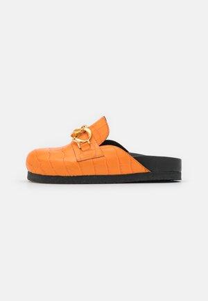 SLICE CROCO - Sandaler - orange