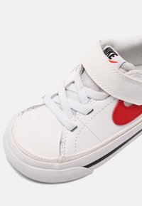 Nike Sportswear - COURT LEGACY UNISEX - Tenisky - white/red/black - 4