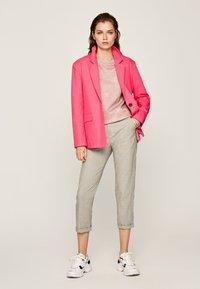 Pepe Jeans - MARIETA - Spodnie materiałowe - light brown - 1