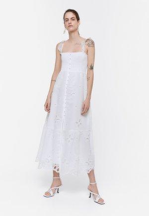 BESTICKTES ORGANZA 00522253 - Maxi dress - white
