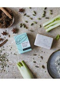 UpCircle - CHAI SOAP BAR - Soap bar - fennel & cardamom - 1