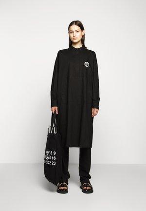 PARACHUTE POPLIN DRESS - Košilové šaty - black