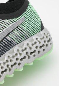 Puma - CALIBRATE RUNNER - Zapatillas de running neutras - black/elektro green - 5