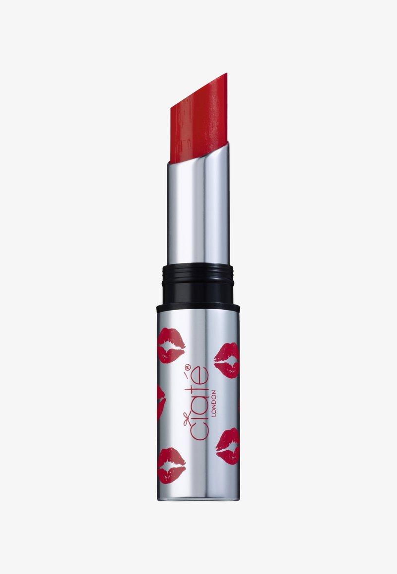 Ciaté - CREMÉ SHINE LIPSTICK - Lippenstift - first love-red