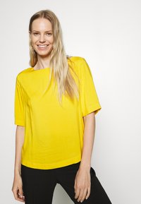 TOM TAILOR - BLOUSE - Blůza - deep golden yellow - 3
