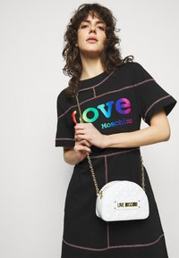 Love Moschino - QUILTED SOFT - Across body bag - bianco - 0