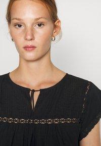 Dorothy Perkins - VICTORIANA - Print T-shirt - black - 5