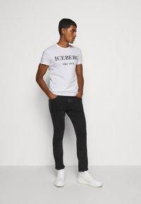 Iceberg - Print T-shirt - white - 1