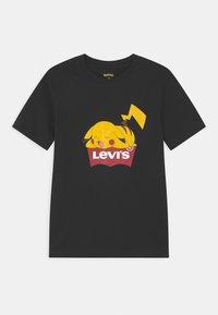 Levi's® - POKEMON GRAPHIC PIKACHU UNISEX - Camiseta estampada - black - 0