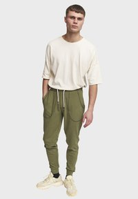 Redefined Rebel - DIEGO - Tracksuit bottoms - loden green - 1