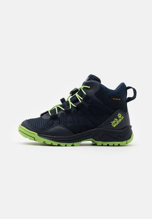 THUNDERBOLT TEXAPORE MID UNISEX - Chaussures de marche - dark blue/lime