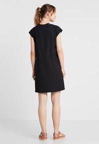 Houdini - DAWN DRESS - Sportovní šaty - true black - 2