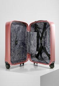 Kipling - CURIOSITY S - Luggage - metallic rust - 5
