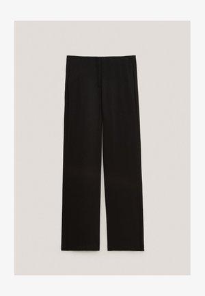 SCHWARZE MIT SCHLITZ AM SAUM  - Trousers - black