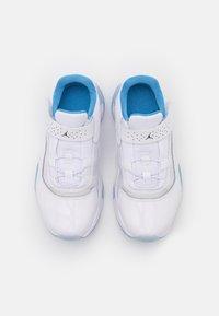 Jordan - 11 CMFT LOW UNISEX - Basketball shoes - white/armory navy/university blue - 3
