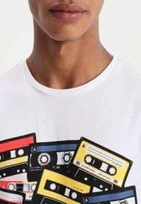 YOURTURN - Print T-shirt - white/multicoloured - 3