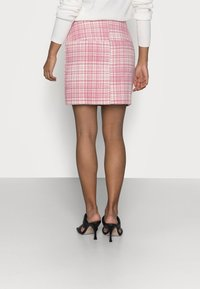 Missguided Petite - BRUSHED CHECK MINI SKIRT - Mini skirt - pink - 2