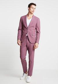 Lindbergh - PLAIN MENS SUIT - Kostuum - dusty pink melange - 0