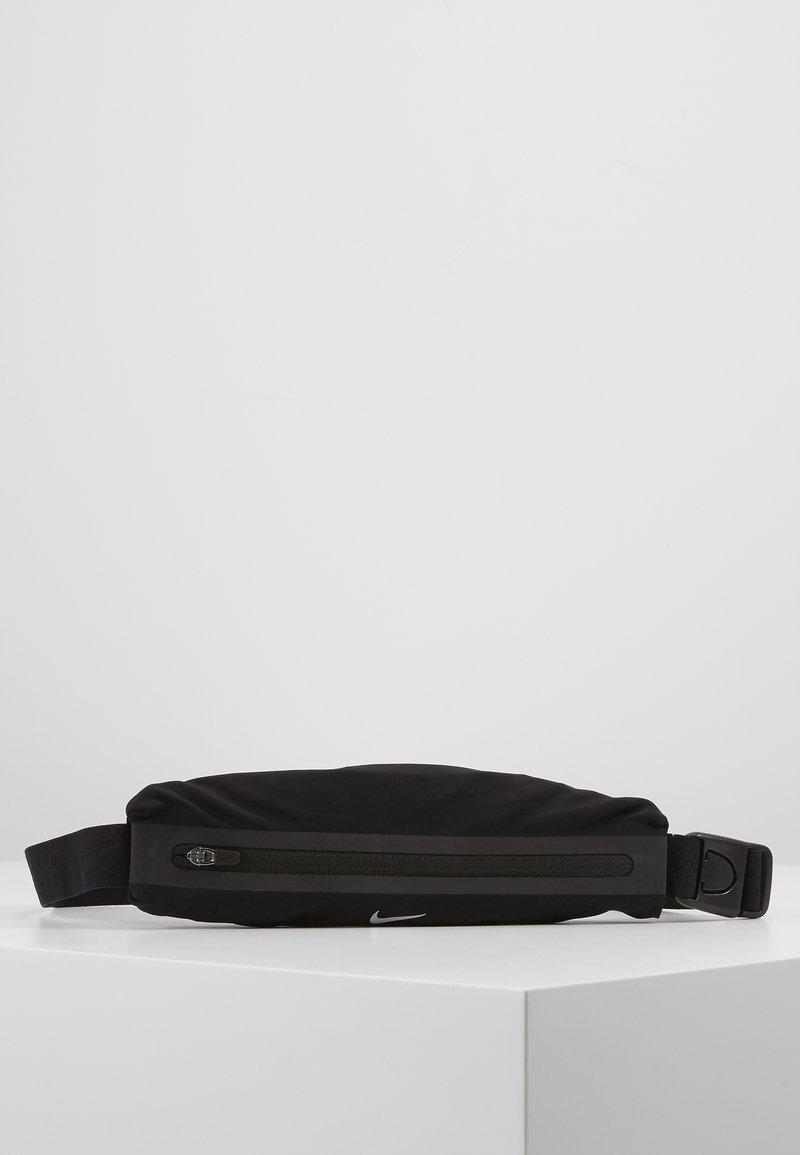 Nike Performance - SLIM WAISTPACK 2.0 UNISEX - Rumpetaske - black/silver