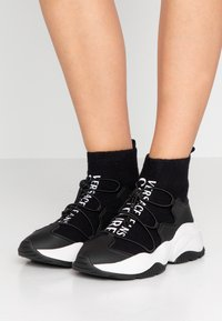 Versace Jeans Couture - High-top trainers - nero - 0