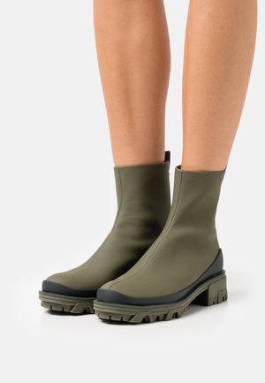 SHILOH - Platform ankle boots - olvenight