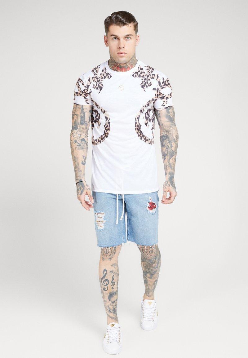 SIKSILK - BOXY PRINTED TEE - T-shirt print - white