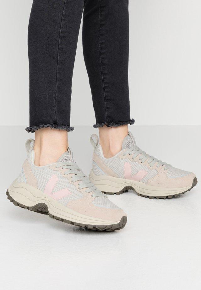 VENTURI - Sneakersy niskie - gravel/petale