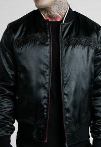 SIKSILK - DANI ALVES REVERSIBLE BOMBER JACKET - Kurtka Bomber - dark red/black - 5