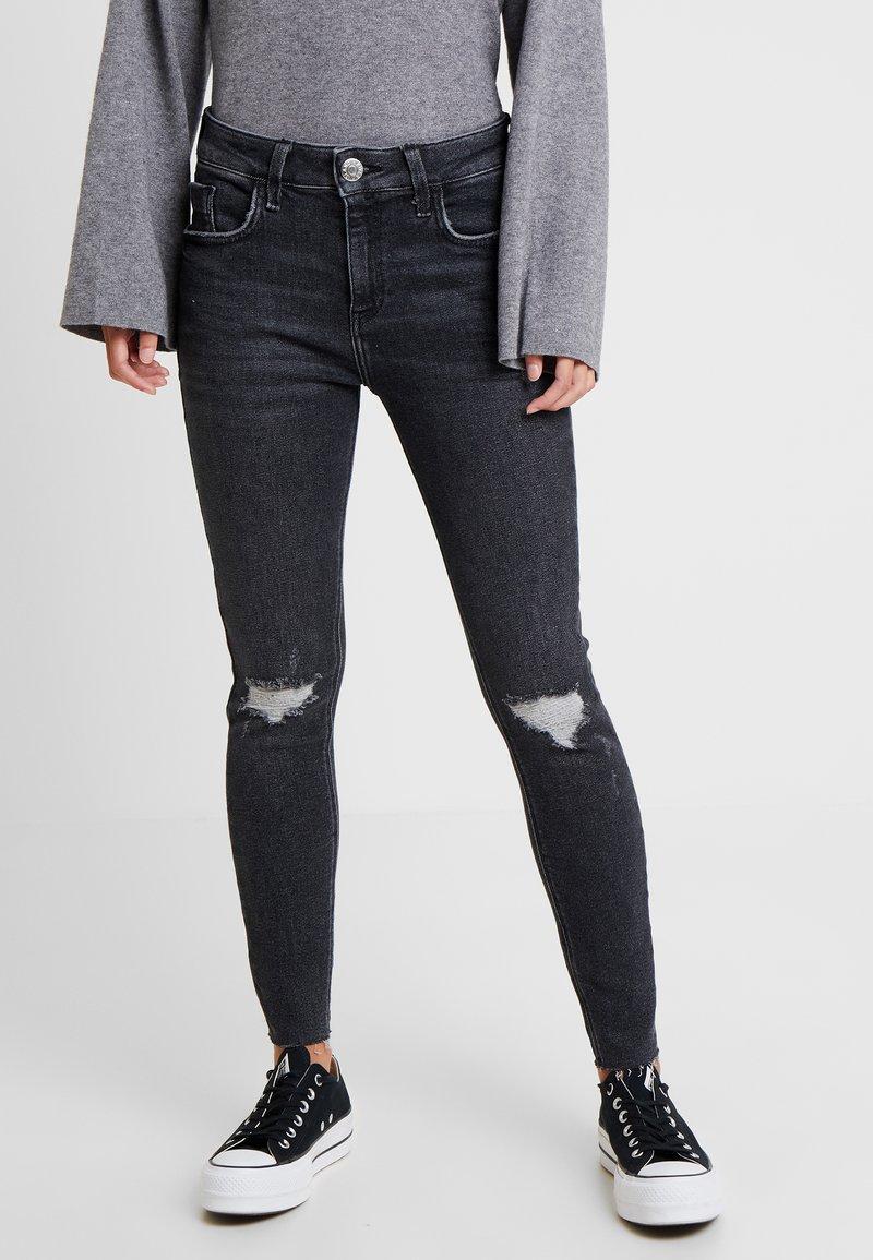 River Island Petite - Jeans Skinny Fit - grey