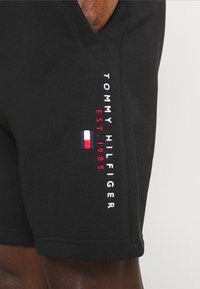 Tommy Hilfiger - ESSENTIAL - Shorts - black - 3