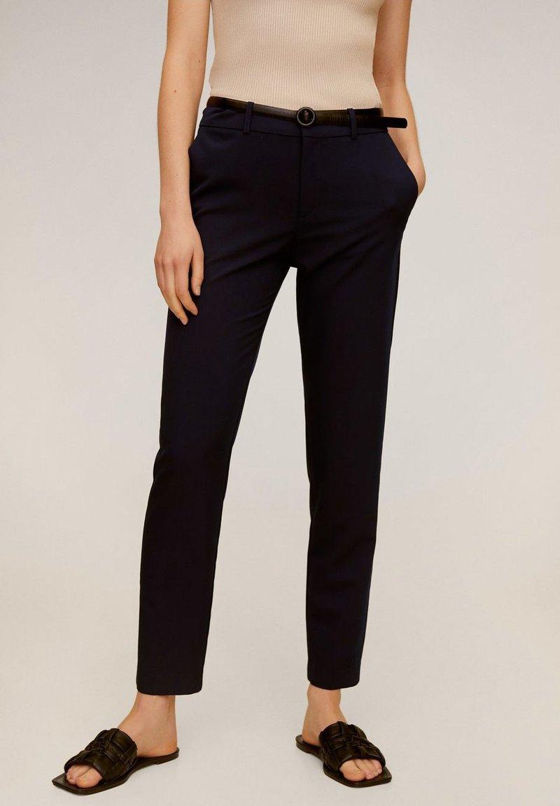Mango - BOREAL - Spodnie materiałowe - dunkles marineblau