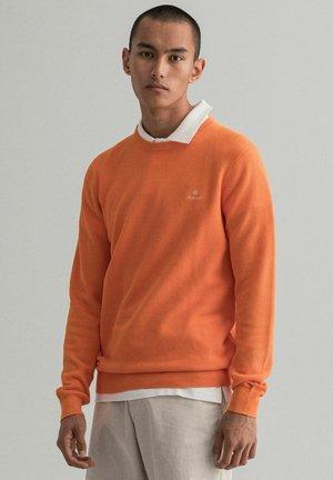 C NECK - Stickad tröja - orange