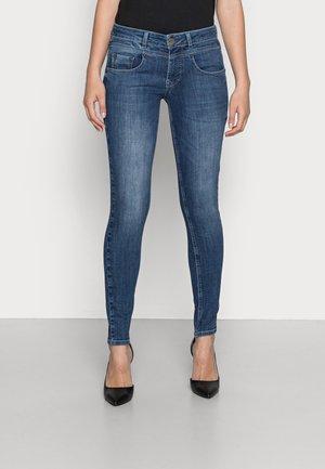 JUSTINA - Jeans Skinny Fit - manisto