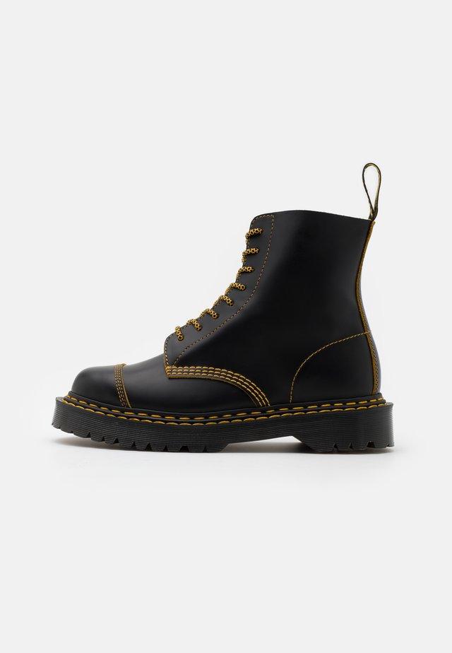 1460 PASCAL UNISEX  - Nauhalliset nilkkurit - black/yellow