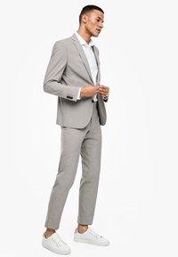 s.Oliver BLACK LABEL - MIT WEBSTRUKTUR - Blazer jacket - beige - 3