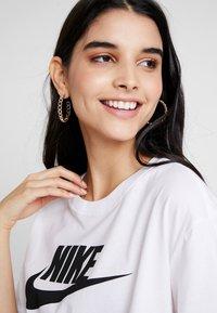 Nike Sportswear - TEE - Triko spotiskem - white/black - 3