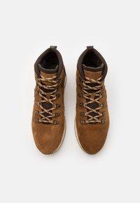 Barbour - MILLS - Šněrovací kotníkové boty - rust - 3