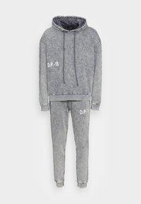 BOXY SET - Mikina skapucí - dark grey/washed with white