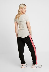 ohma! - SPORT TROUSERS WITH CONTRAST COLOR - Tracksuit bottoms - black - 2