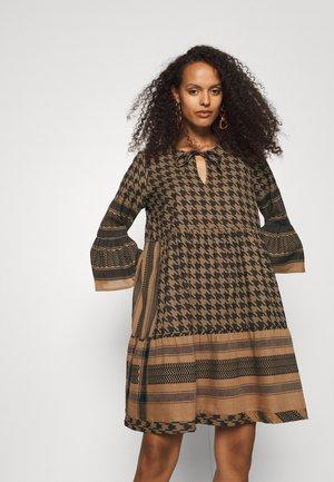 ZOE DRESS - Day dress - tannin