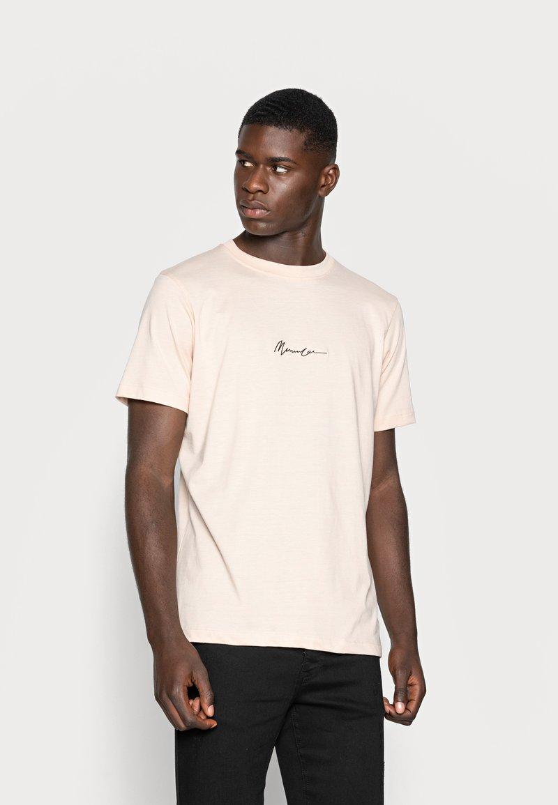 Mennace - ESSENTIAL SIG UNISEX - T-shirt basique - beige