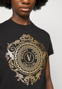 Versace Jeans Couture - TEE - Print T-shirt - black/gold - 5