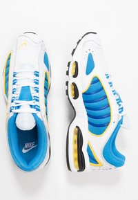 Nike Sportswear - AIR MAX TAILWIND IV - Baskets basses - white/light photo blue/speed yellow/white - 1