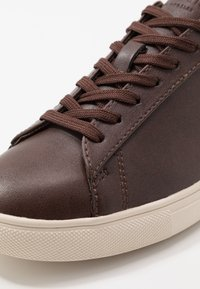 Clae - BRADLEY VEGAN - Sneakers basse - brown - 5